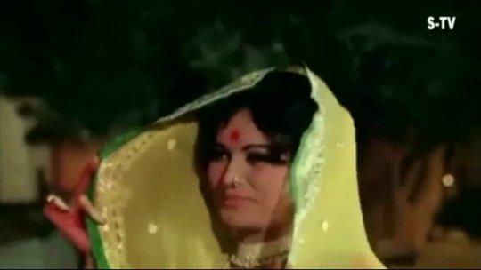 Aaya  Aaya Atariya Pe Koi Chor (Bollywood Classic
