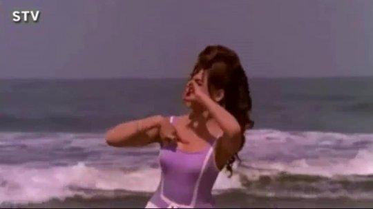 Is Duniya Mein Jeena Ho To  Helen, Lata Mangeshkar, Gumnaam Dance Song