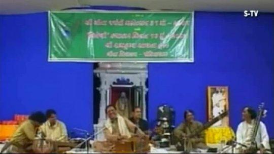Ghazal Gulam Ali with Morari Bapu live Part 2 of 3