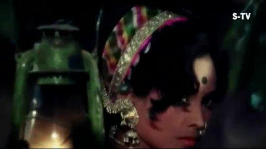 Maar Diya Jaye Ya Chod Diya Jaye Vinod Khanna Laxmi Mera Gaon Mera Desh Songs Lata