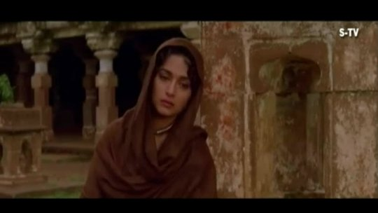 Madhuri Dixit Song  Main Kamjor Aurat (HD)  Prem Granth  Popular Hindi Song