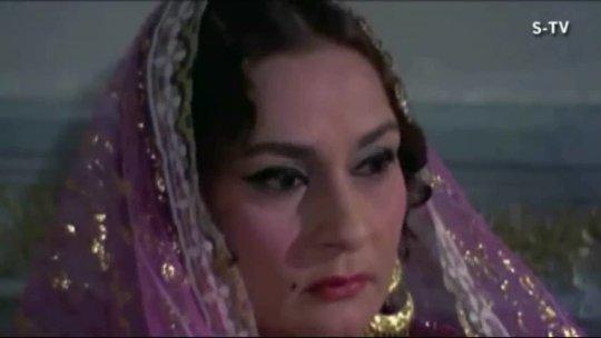 Hamin Karen Koi Surat  Amitabh Bachchan  Jaya Bahaduri  Ek Nazar  Lata  Best Hindi Songs